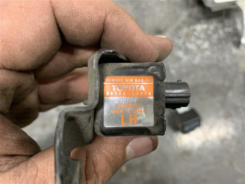 Датчик удара Toyota Land Cruiser 100 UZJ100 2UZ-FE 2002 правый (б/у)