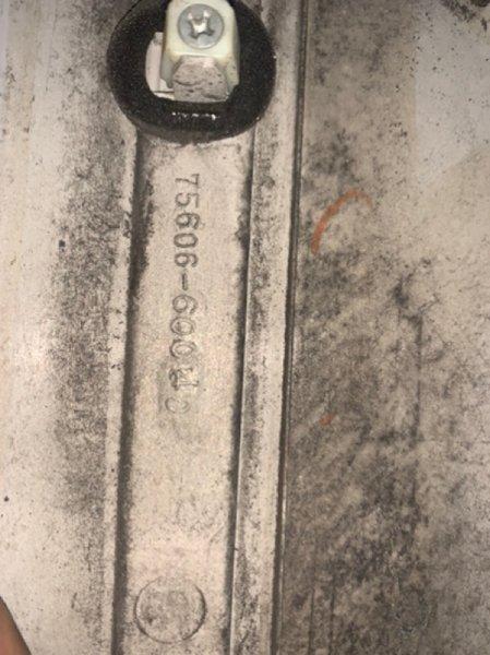 Молдинг заднего крыла Toyota Land Cruiser 100 UZJ100 2UZ-FE 2002 задний левый (б/у)