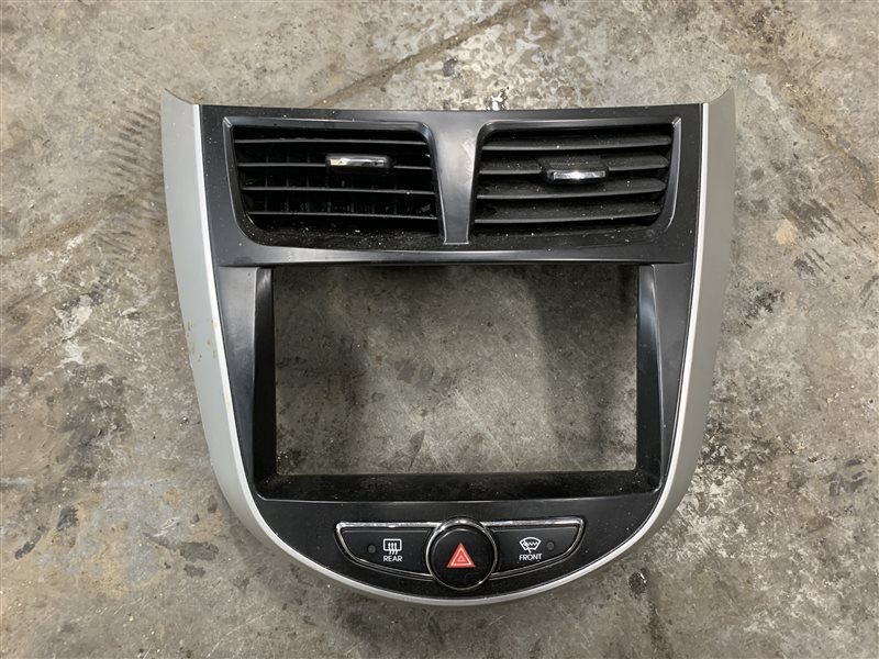 Центральная консоль Hyundai Solaris RB G4FC 2011 (б/у)