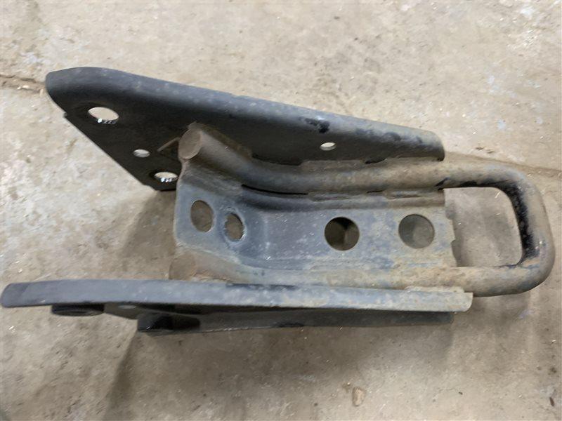 Буксировочный крюк Mitsubishi Outlander Gf GF3W 4J12 2012 задний левый (б/у)
