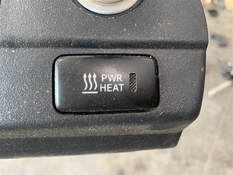 Кнопка обогрева стекла pwr heat Toyota Hilux Pick Up 2010-2015 KUN25L 2KD-FTV 2015 (б/у)