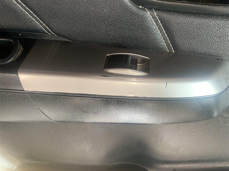 Блок управления стеклоподъемниками Toyota Hilux Pick Up 2010-2015 KUN25L 2KD-FTV 2015 задний левый (б/у)