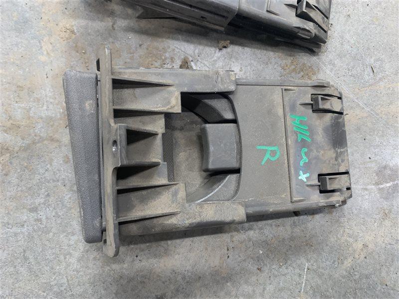 Подстаканник Toyota Hilux Pick Up 2010-2015 KUN26L 1KD-FTV 2014 правый (б/у)
