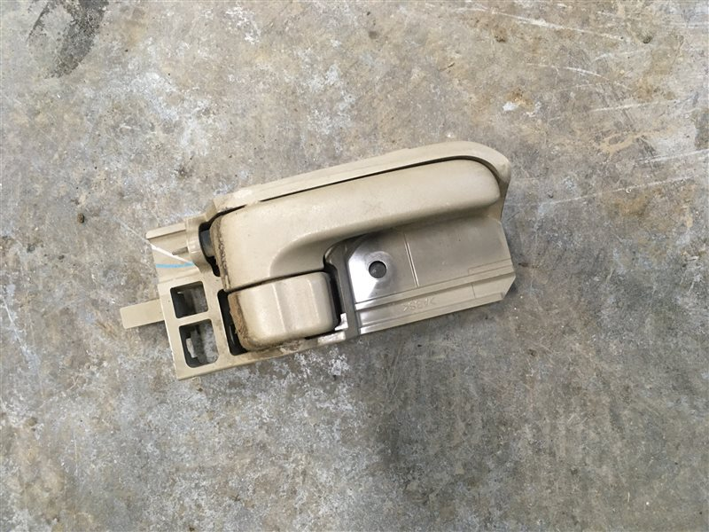 Ручка двери внутренняя Toyota Hilux Pick Up 2010-2015 KUN26L 1KD-FTV 2014 задняя правая (б/у)