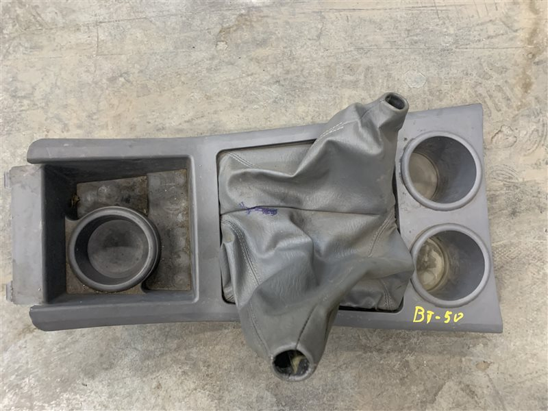 Консоль Mazda Bt50 UN8F1 WLAA 2008 (б/у)