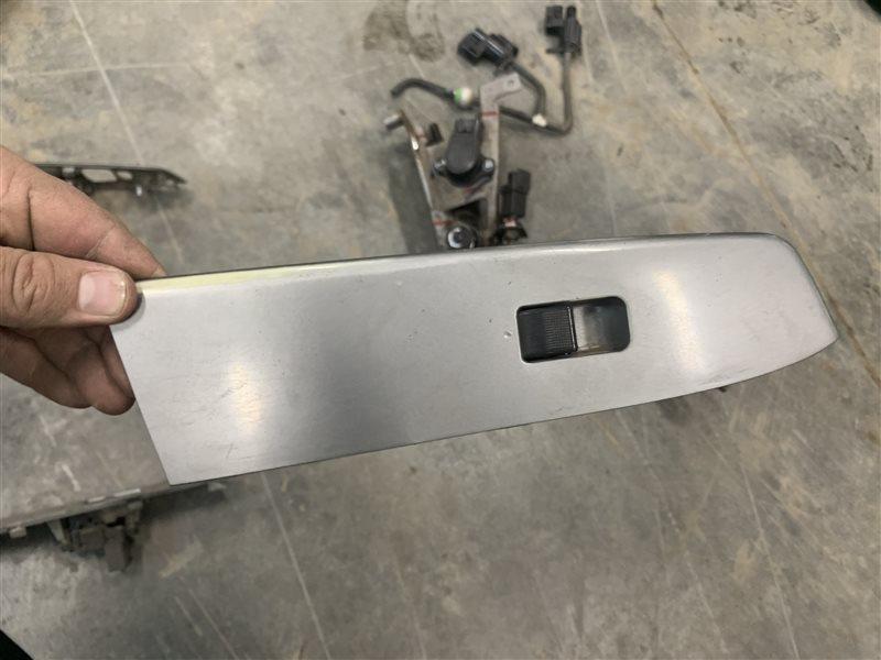Блок управления стеклами Mazda Bt50 UN8F1 WLAA 2008 передний правый (б/у)