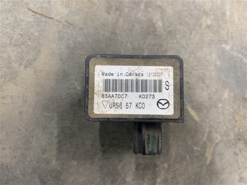 Датчик удара Mazda Bt50 UN8F1 WLAA 2008 (б/у)