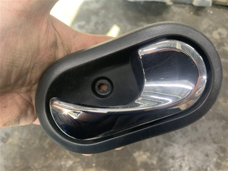 Ручка двери внутренняя Nissan Terrano D10 D10 F4R 2018 правая (б/у)