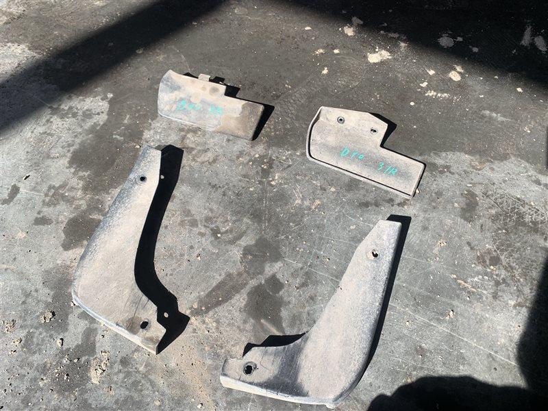 Брызговик Nissan Terrano D10 D10 F4R 2018 задний правый (б/у)