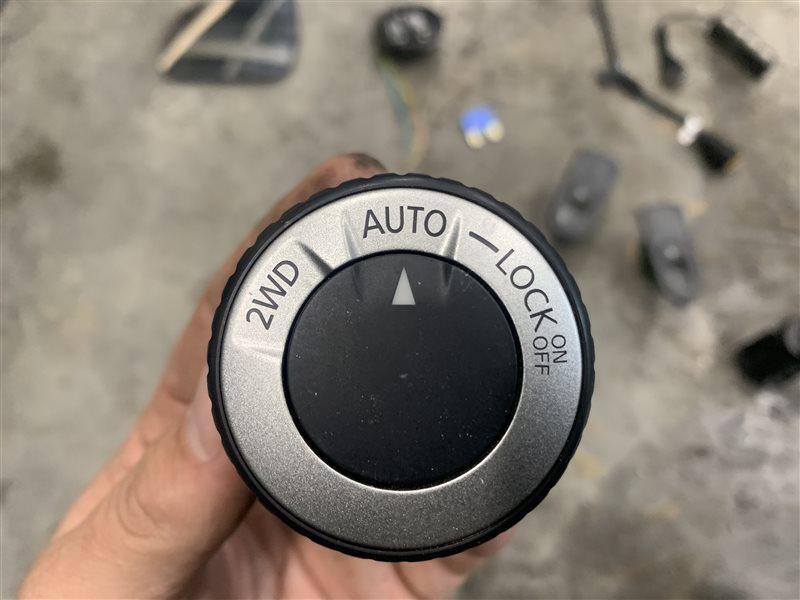 Кнопка включения полного привода Nissan Terrano D10 D10 F4R 2018 (б/у)