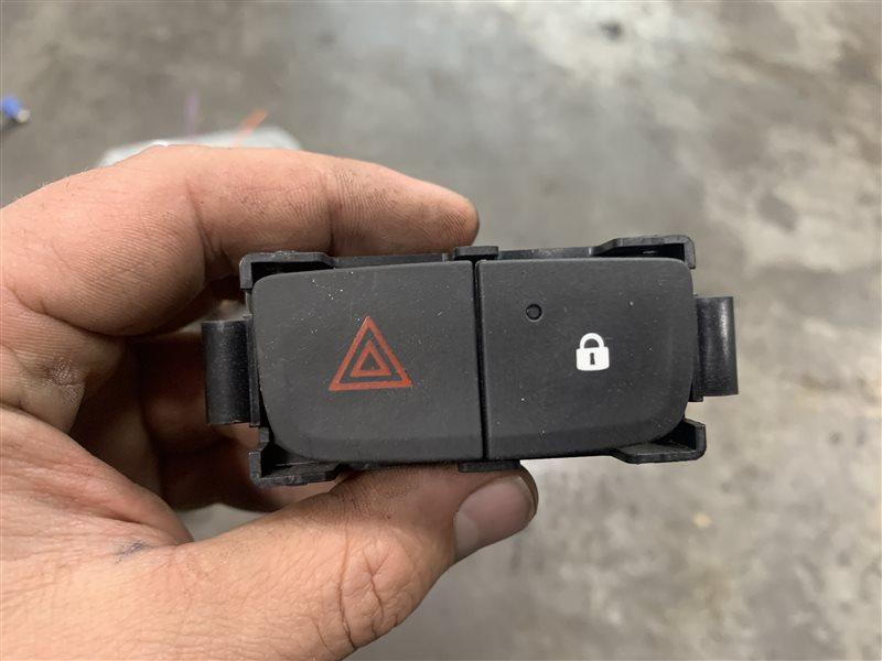 Кнопка аварийной остановки Nissan Terrano D10 D10 F4R 2018 (б/у)