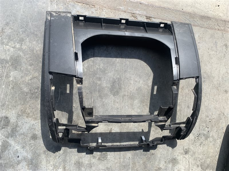 Накладка на торпеду Mitsubishi Pajero Sport Kh0 KH0 4D56 2014 (б/у)