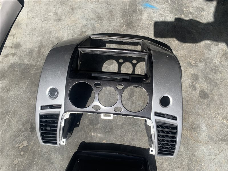 Консоль центральная Mitsubishi Pajero Sport Kh0 KH0 4D56 2014 (б/у)