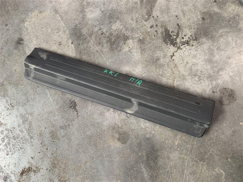 Накладка порога внутренняя Mitsubishi L200 Kk/kl KK/KL 4N15 2018 передняя правая (б/у)