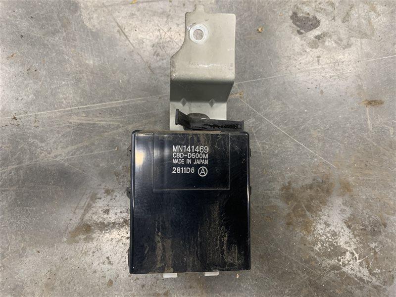 Блок управления задним стеклоподъемником Mitsubishi L200 Kb4T KB4T 4D56U 2012 (б/у)