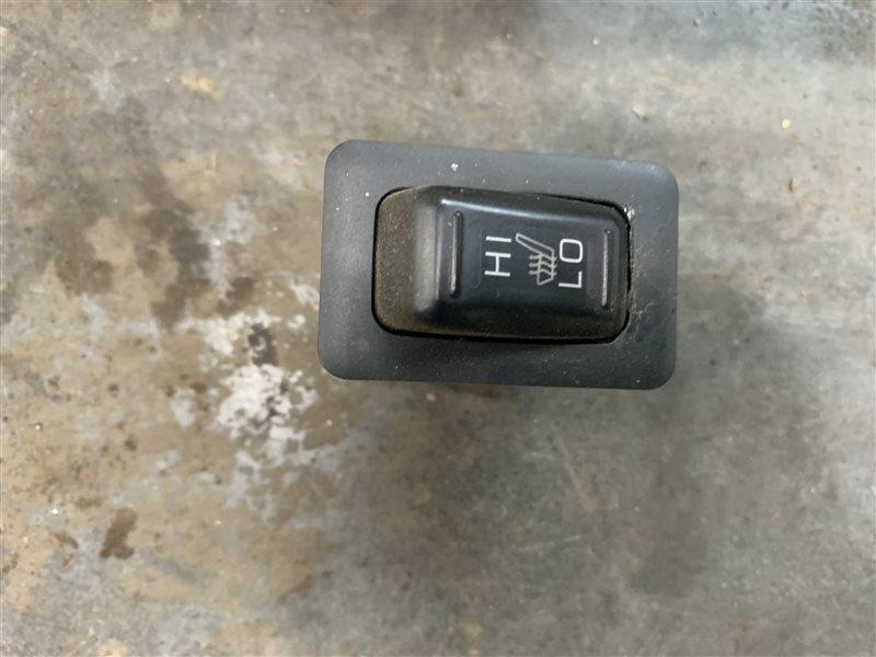 Кнопка обогрева сидений Mitsubishi L200 Kb4T KB4T 4D56U 2012 (б/у)