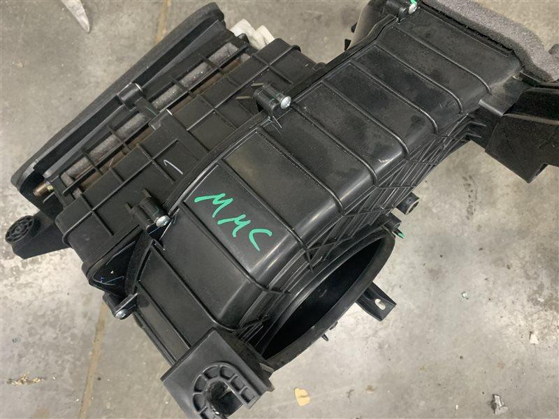 Корпус моторчика печки Mitsubishi Pajero Sport Kh0 KH0 4D56 2012 (б/у)