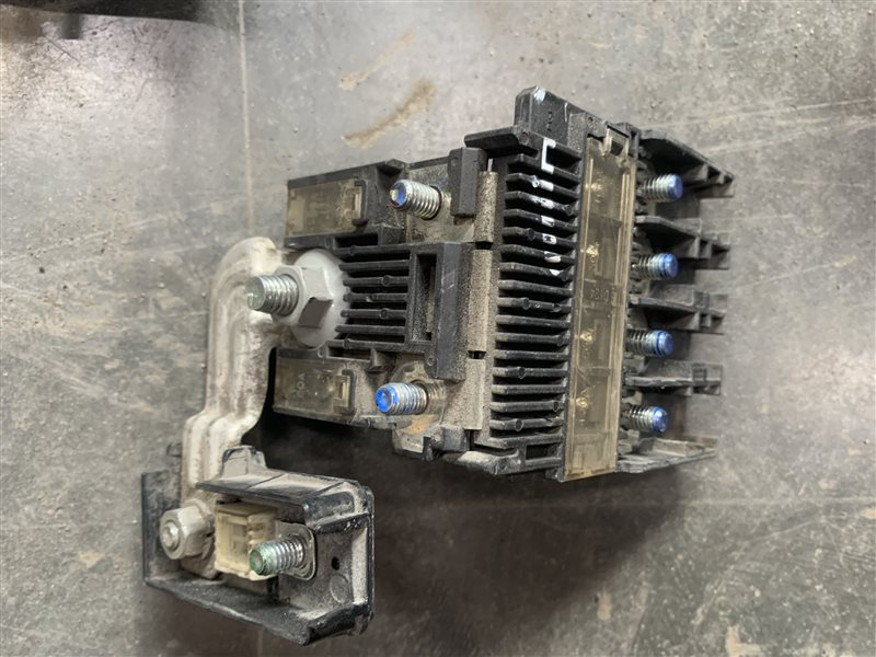 Блок предохранителей Mitsubishi Pajero Sport Kh0 KH0 4D56 2012 (б/у)