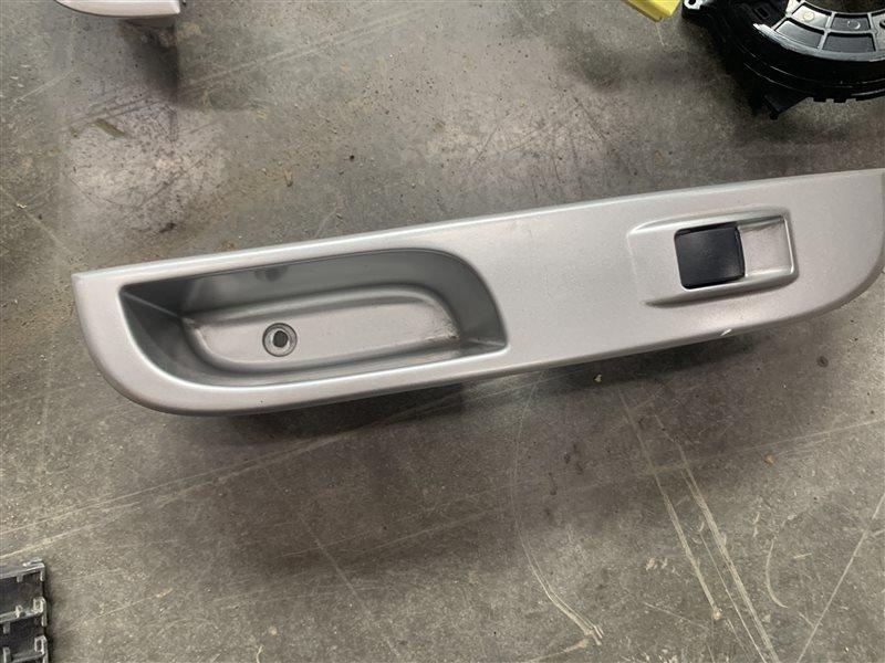 Блок управления стеклоподъемниками Mitsubishi Pajero Sport Kh0 KH0 4D56 2012 задний левый (б/у)