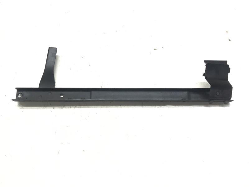 Крепление радиатора охлаждения Suzuki Escudo TL52W J20A 2001 правое (б/у)