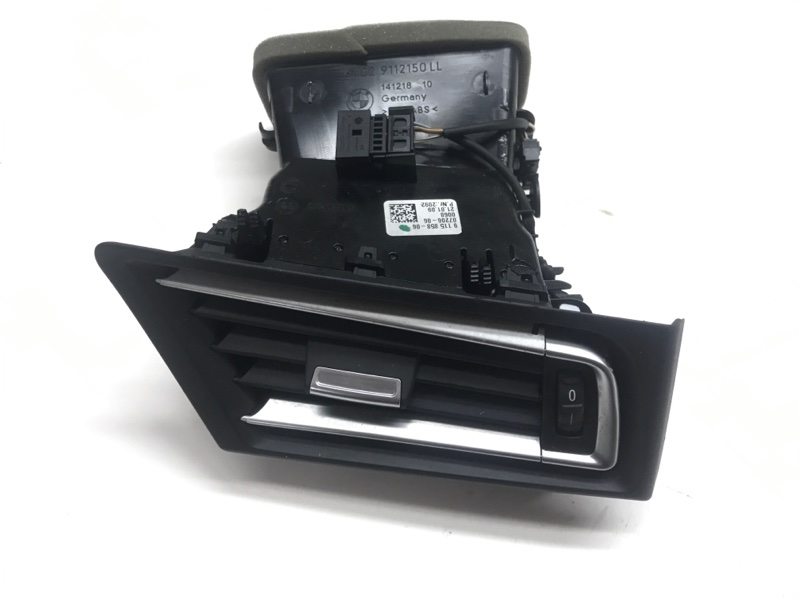 Вентиляционная решетка Bmw 7 Series F01 N63B44A 2010 правая (б/у)