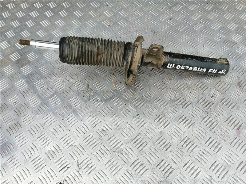 Стойка подвески Skoda Octavia A5 2012 передняя (б/у)