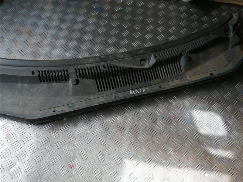 Решетка под лобовое стекло Fiat Albea 350A1000 2011 (б/у)