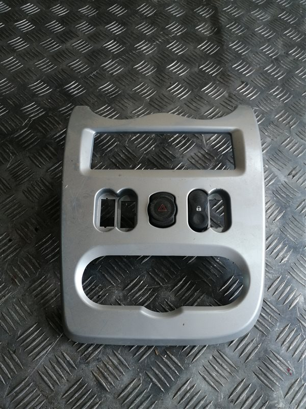 Рамка под магнитолу Renault Logan LS0G/LS12 K7J 2009 (б/у)