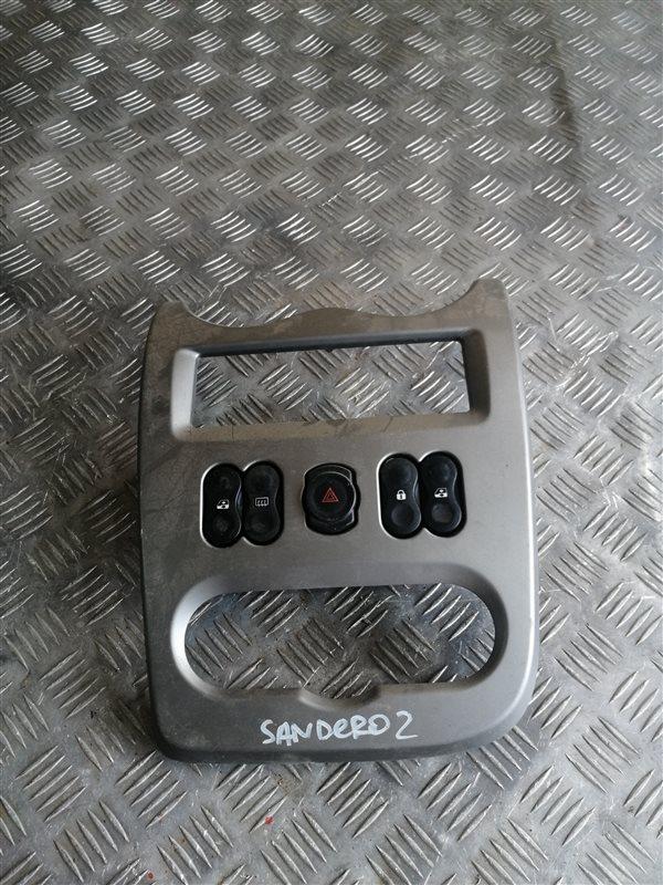 Рамка под магнитолу Renault Sandero BS12 K7J 2011 (б/у)