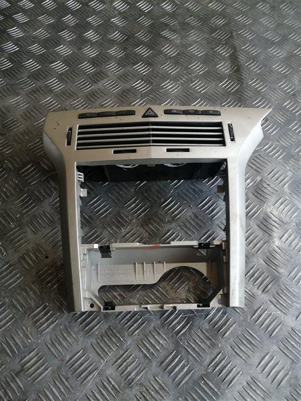 Рамка под магнитолу Opel Astra H Sedan L69 Z16XER 2008 (б/у)