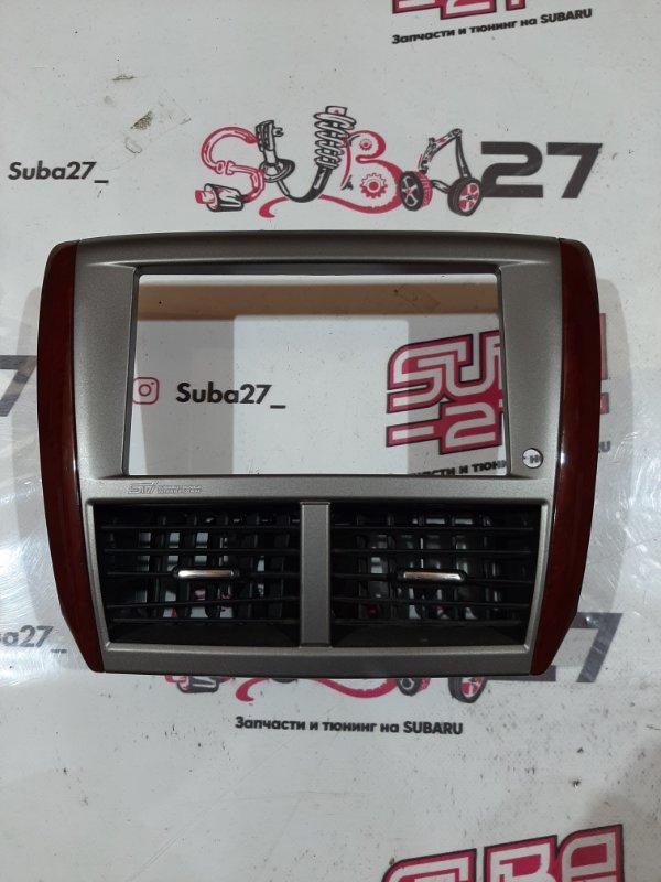 Рамка магнитолы Subaru Impreza GH8 (б/у)