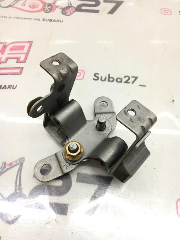 Крепление троса ручника Subaru Legacy BL5 EJ20X 2005 (б/у)