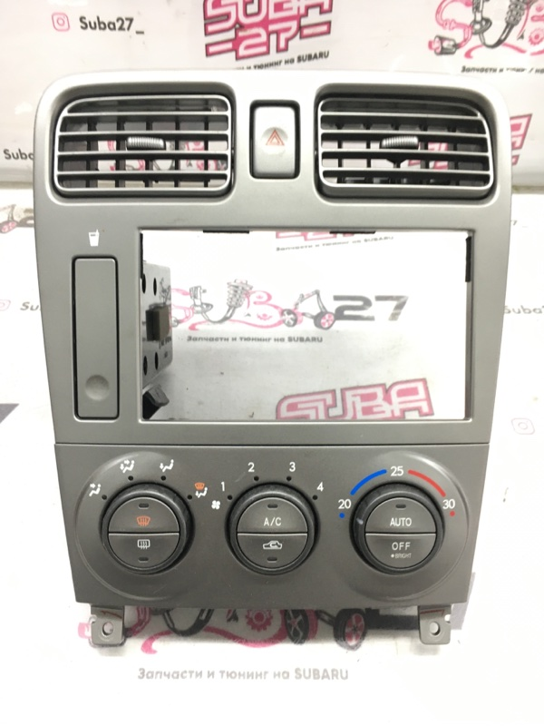 Рамка магнитолы Subaru Forester SG5 EJ205 2002 (б/у)