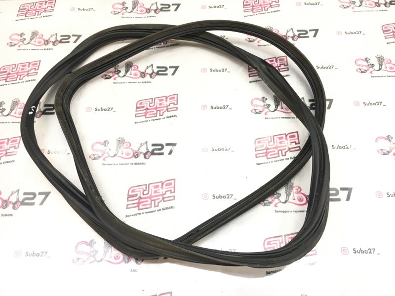 Уплотнительная резинка Subaru Legacy BL5 EJ20Y 2008 задняя (б/у)