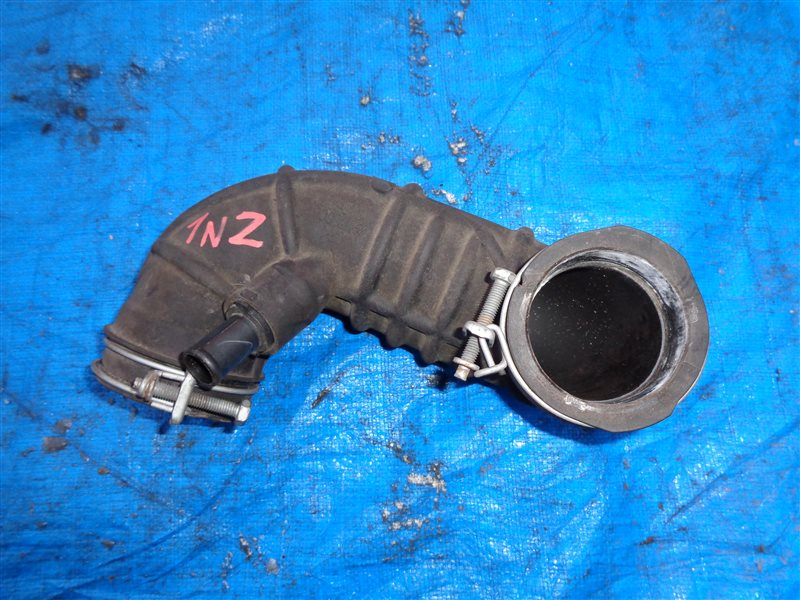 Патрубок воздушн.фильтра Toyota Raum 1NZ-FE (б/у)