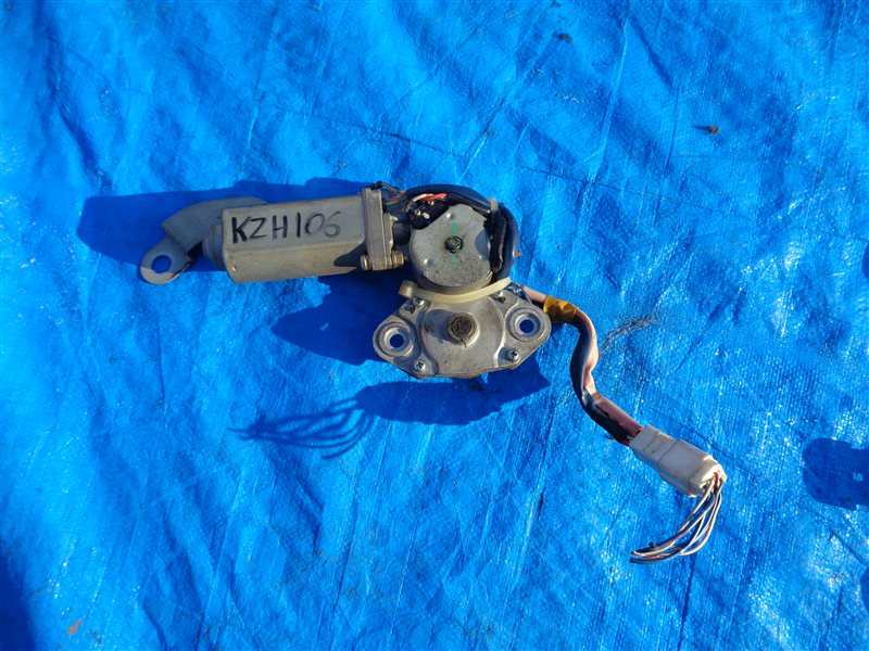 Мотор люка Toyota Hiace KZH106 1KZ (б/у)