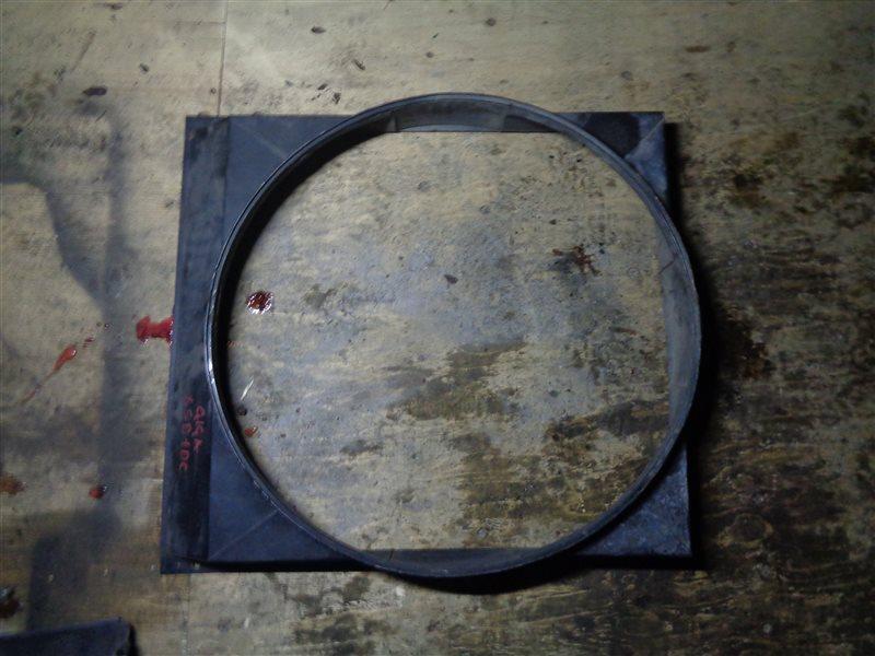 Диффузор радиатора Hino Ranger FC7 J07E (б/у)