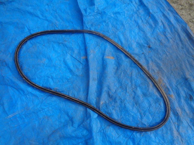 Уплотнительная резинка багажника Lexus Ct200H ZWA10 2ZRFXE 07.2011 (б/у)