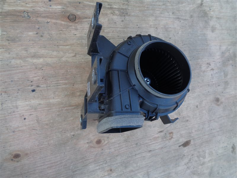 Мотор охлаждения батареи Toyota Prius Phv ZVW52 2ZR-FXE 2017 правый (б/у)
