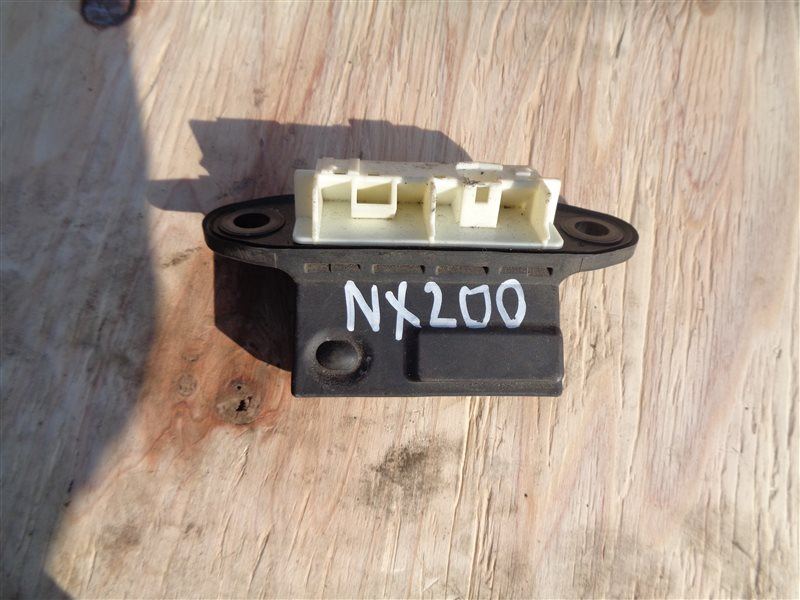 Кнопка 5-й двери Lexus Nx200T AGZ15 8AR-FTS (б/у)
