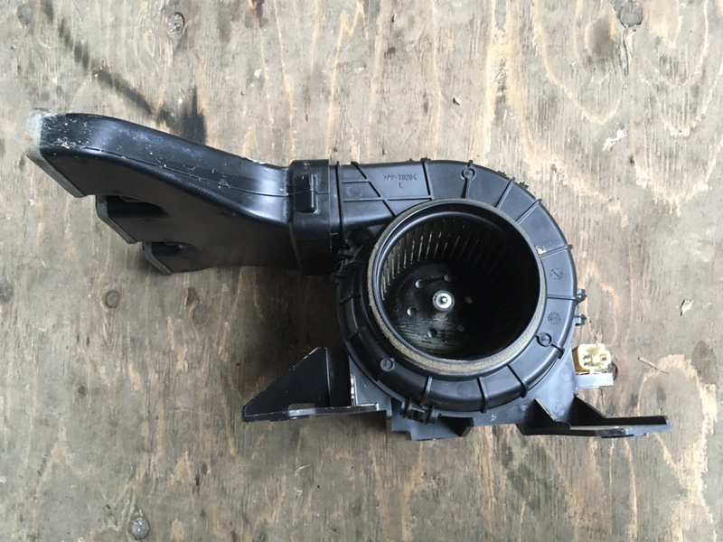 Мотор охлаждения батареи Toyota Vellfire AYH30 2AR-FXE 2015 левый (б/у)