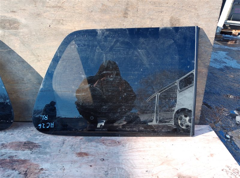 Стекло собачника Nissan Serena HC26 MR20DD 724494B 07.2015 заднее левое (б/у)