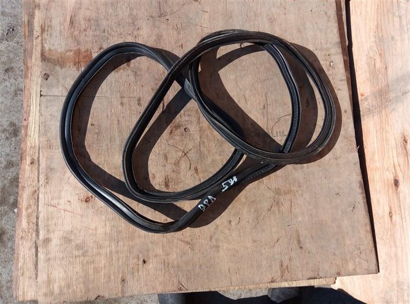 Уплотнительная резинка багажника Porsche Cayenne 957 M48.51 11.09.2008 (б/у)