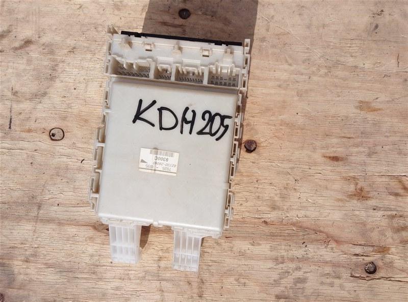 Блок предохранителей Toyota Hiace KDH205 2KD-FTV 08.2007 (б/у)