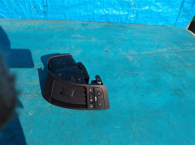Воздуховод Toyota Land Cruiser UZJ200 2UZ-FE 01.2008 правый (б/у)