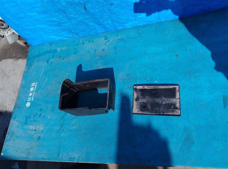 Крепление аккумулятора Lexus Nx200T AGZ10 8AR-FTS W043878 03.2015 (б/у)