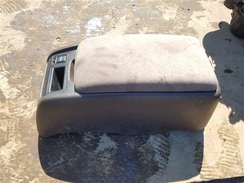 Бардачок между сиденьями Toyota Hiace KZH106 1KZ-TE (б/у)