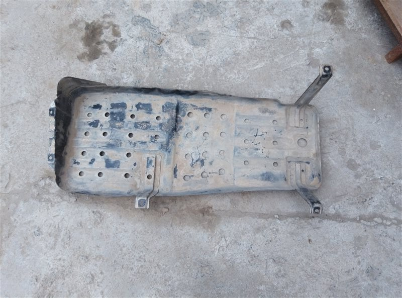 Защита топливного бака Toyota Hilux Surf KZN185 1KZ-TE 09.1999 (б/у)
