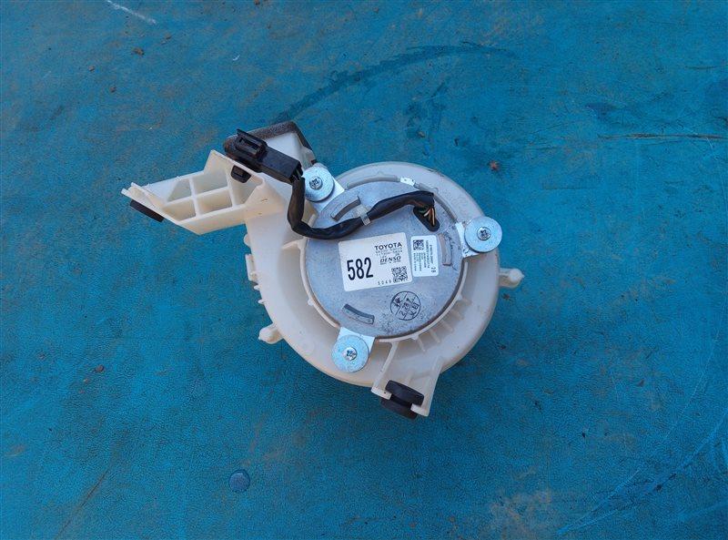 Мотор охлаждения батареи Lexus Is300H AVE30 2AR-FSE 03.2014 (б/у)