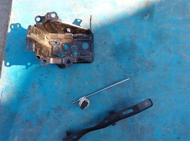 Крепление аккумулятора Toyota Esquire ZRR85 3ZR-FAE 01.2019 (б/у)